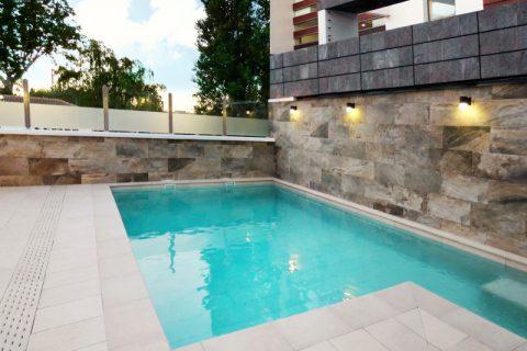 Construcción de piscina en casa unifamiliar en Armilla